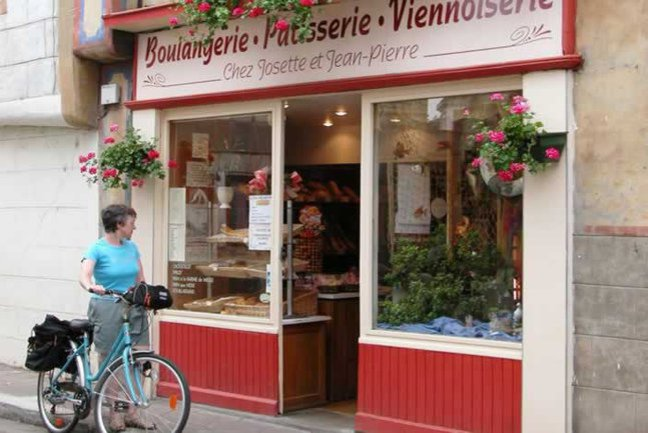 Buying a picnic in Souillac