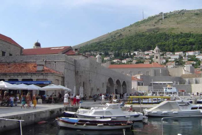 Dubrovnik's cafés,  bars and restaurants by the Harbour