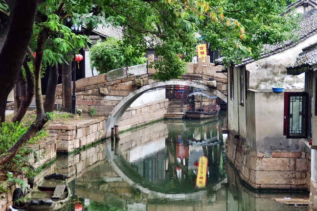 Classic gardens & ancient canals