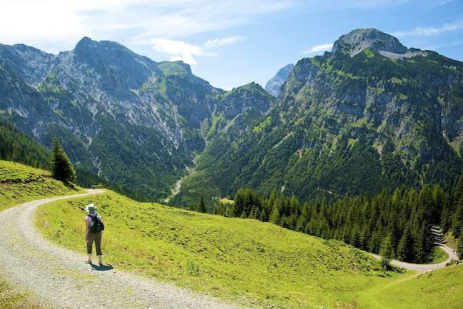 Enjoy a route through classic Alpine scenery