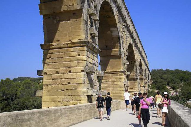 To the Pont du Gard Walk | Inntravel | AITO Pont Du Gard Top