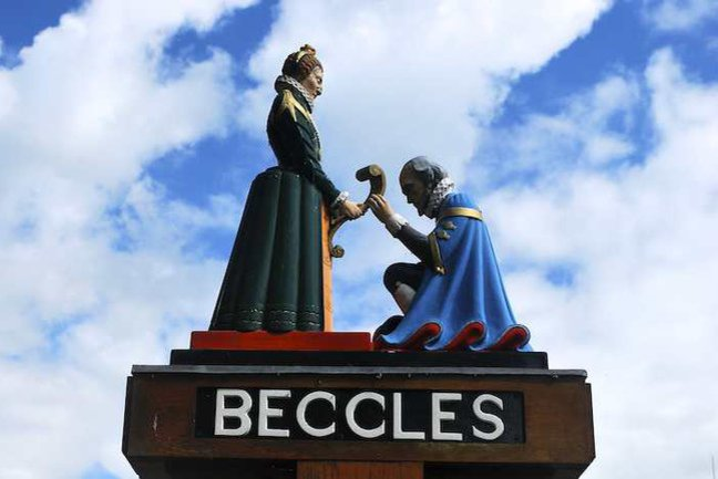 Queen Elizabeth I grants a charter to the people of Beccles on the town sign