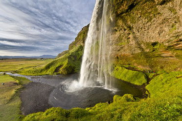 Discover Iceland's natural wonders