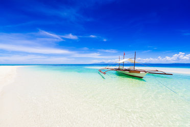Clear water and white sands of Boracay