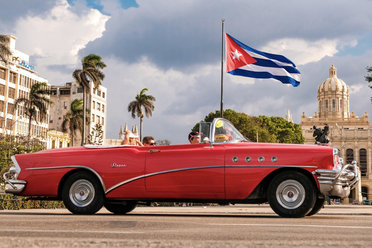 A romatic car ride through the streets of Havana, Cuba